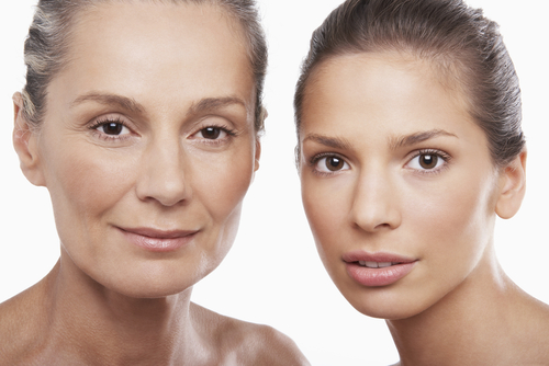 portrait of two women of different ages on white background-img-blog